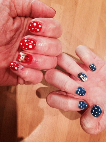 Mother & Daughter Christmas Nails